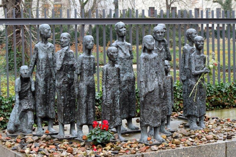 """BERLINO, GERMANIA - 16 dicembre 2017: Vittime """"Jewish della scultura del  di Fascism†immagine stock"""