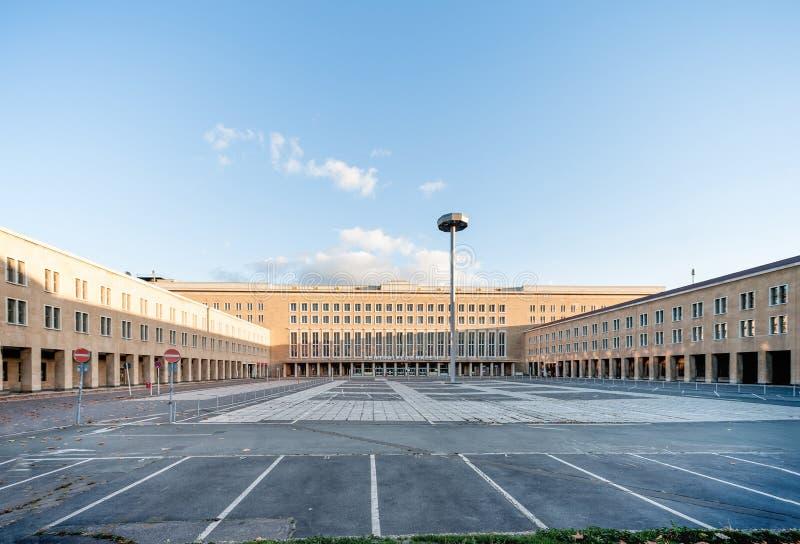 BERLINO, GERMANIA - 28 OTTOBRE 2012: Berlin Tempelhof Airport Architettura fotografia stock libera da diritti