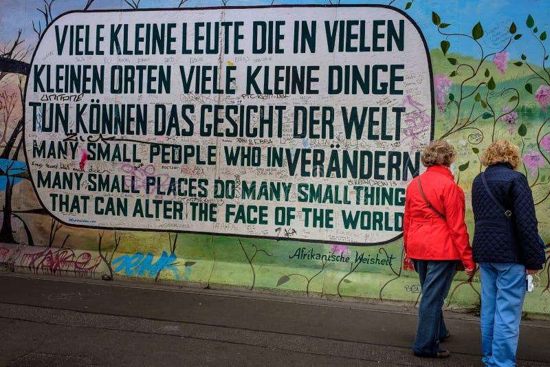 Berlino, Germania - 21 settembre 2015: Berlin Wall East Side Gallery immagini stock