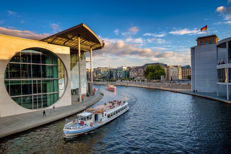 BERLINO, GERMANIA - 24 settembre 2015 - fiume della baldoria nell'interno fotografie stock libere da diritti