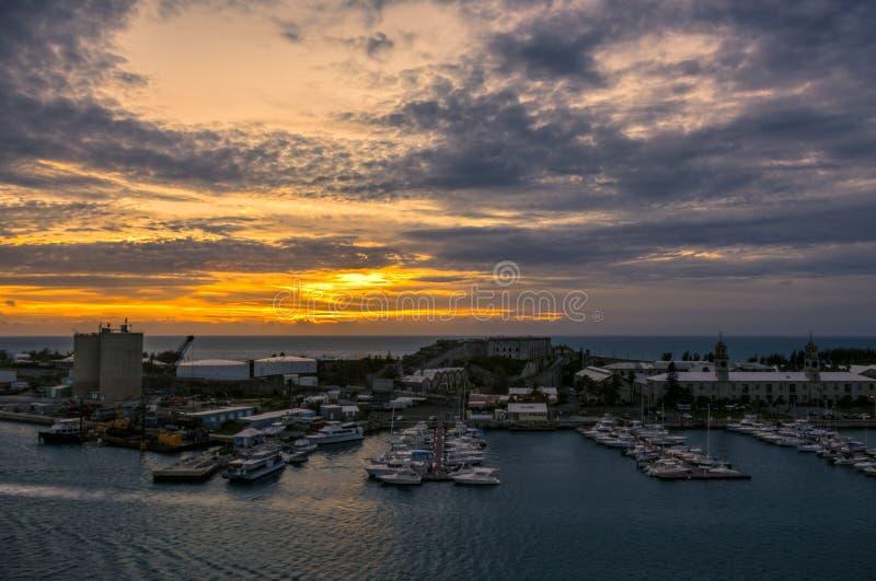 Bermuda Królewski Morski Dockyard przy królewiątka nabrzeżem Podczas zmierzchu obraz royalty free