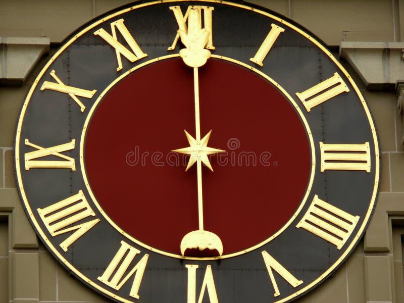 Bern Schweitz 08/02/2009 Klockaframsida av den antika schweiziska klockan arkivbilder