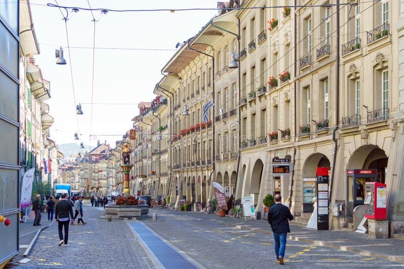 Bern Szwajcaria, Październik, - 17, 2017: Główna zakupy ulica ol obraz royalty free