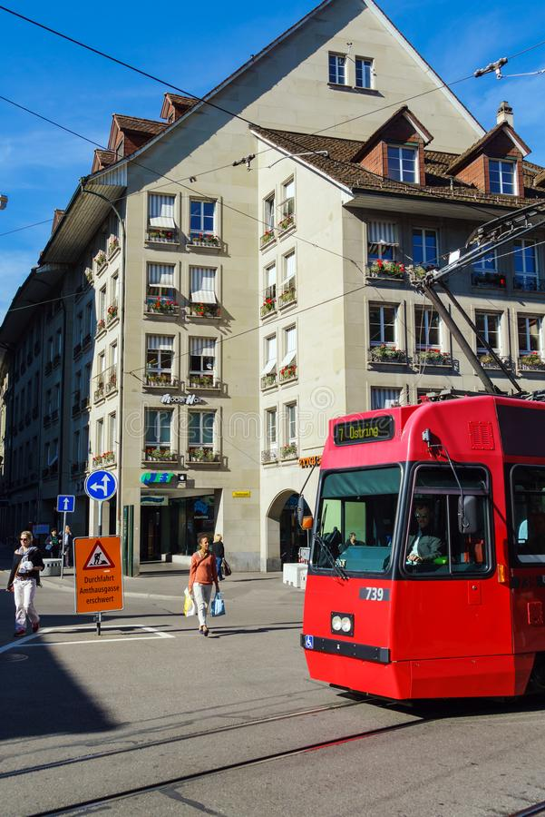 Bern Szwajcaria, Październik, - 17, 2017: Turyści i miejscowi na obraz stock