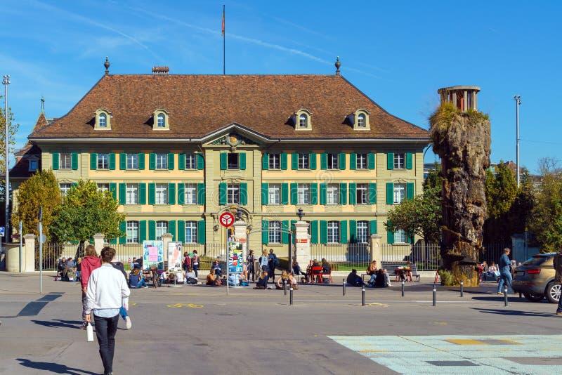 Bern Szwajcaria, Październik, - 17, 2017: Turyści i miejscowi na fotografia stock