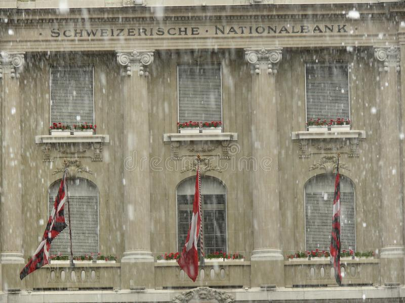 Bern, Zwitserland 08/02/2009 Voorgevel van National Bank royalty-vrije stock afbeeldingen