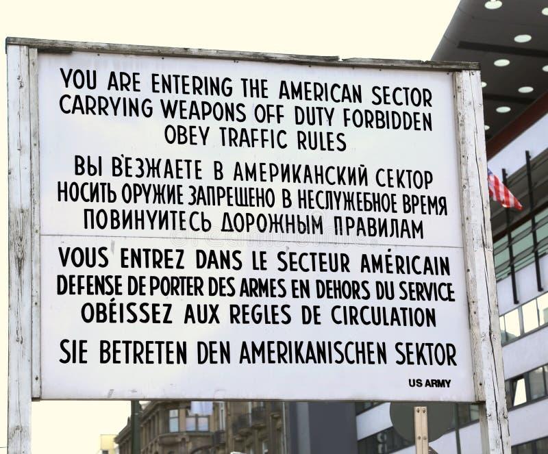 berna Γερμανία Ο πίνακας με τις οδηγίες στα σύνορα π στοκ εικόνα