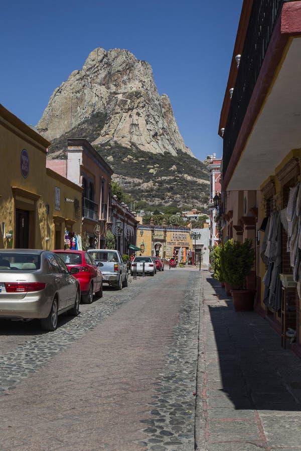 Bernal, Queretaro, México: março - 2017: Bernal foi reconhecido como uma cidade mágica e é um refúgio real da tranquilidade, t id fotografia de stock
