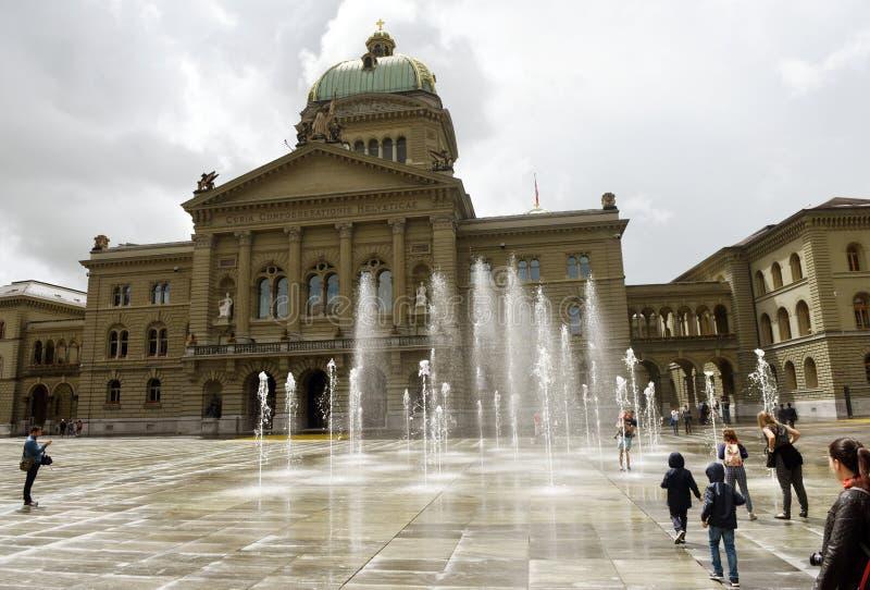 Berne, Suisse - 3 juin 2017 : Bu suisses de bâtiment du Parlement image libre de droits