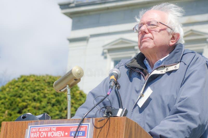 Bernie Sanders bij Oorlog op Vrouw Maart stock fotografie