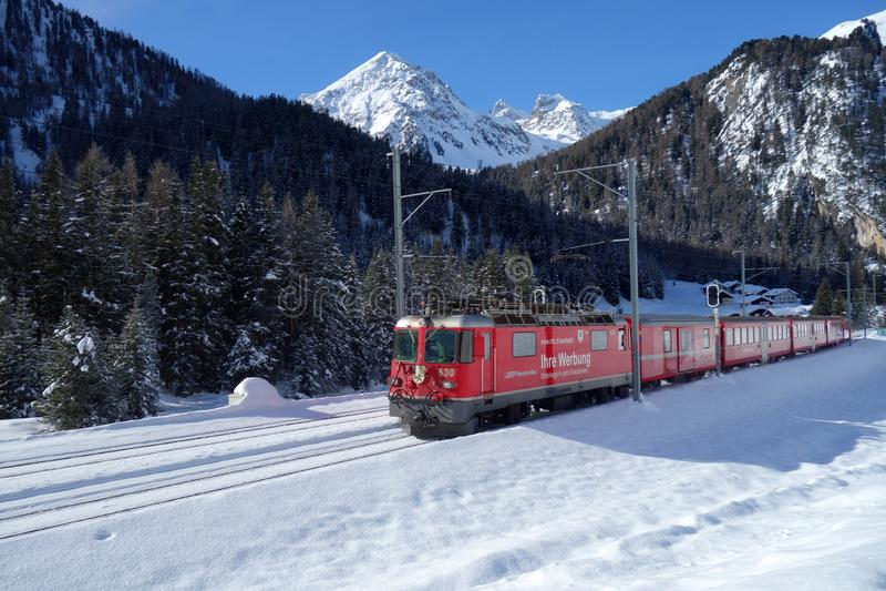 Bernina срочное через швейцарские Альп стоковое изображение