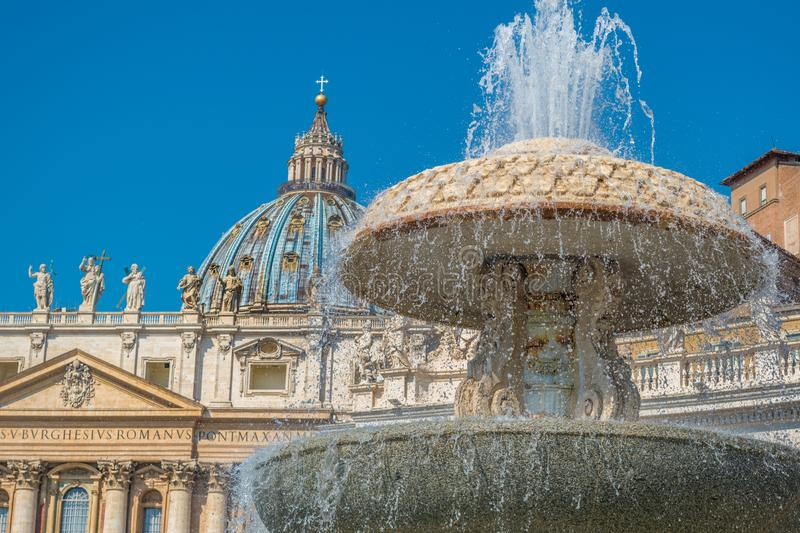 Bernini`s Fountain and the Basilica of St. Peter in the Vatican stock photography