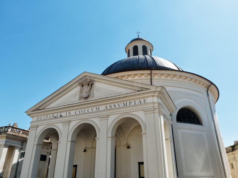 Bernini s kyrkafasad Ariccia, Italien royaltyfria foton
