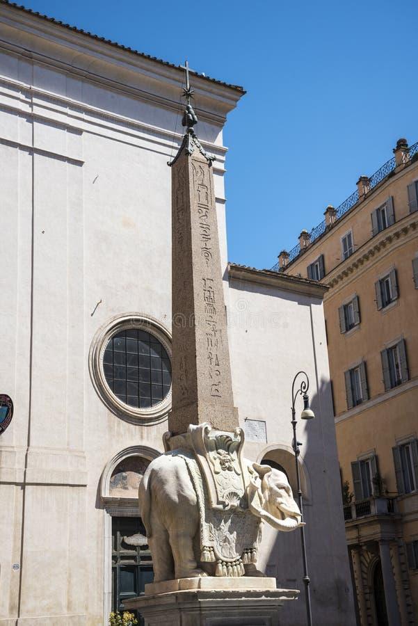 Bernini statua słoń z obeliskiem na swój plecy w Rzym Włochy fotografia stock