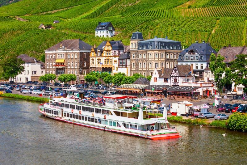 Bernkastel Kues flyg- sikt, Tyskland royaltyfri bild