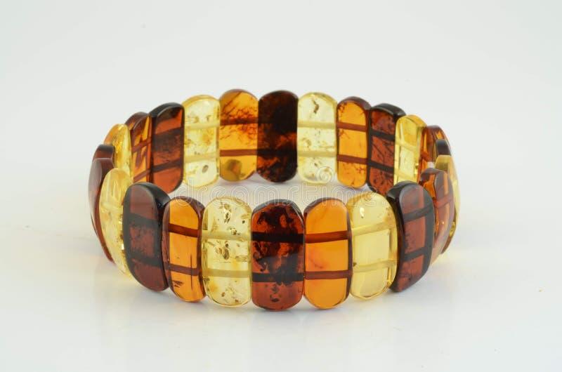 Bernsteinfarbiges Armband lizenzfreie stockbilder