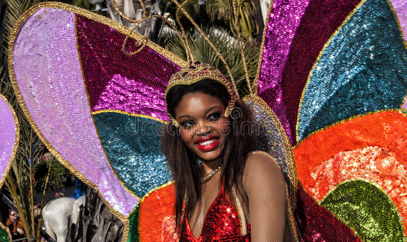 Beroemd Carnaval van Nice, Bloemen` slag Samba Dancer royalty-vrije stock foto's