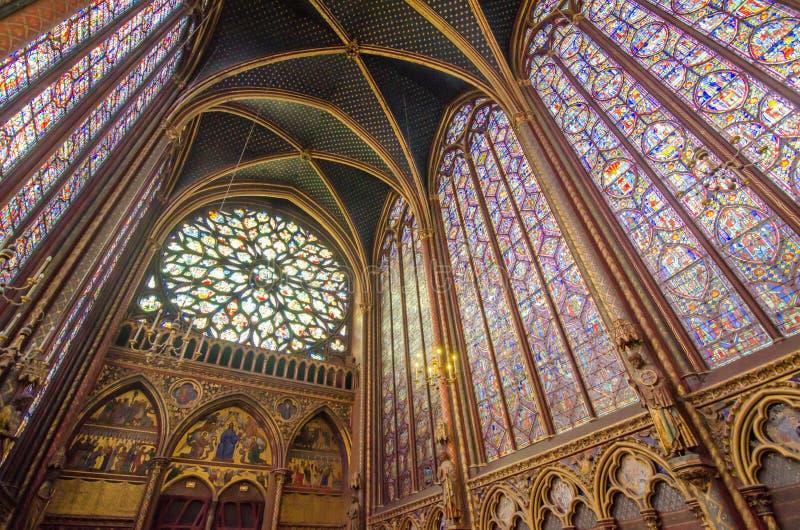 Beroemd gebrandschilderd glasvensters en plafond in Sainte Chapelle binnen stock afbeeldingen