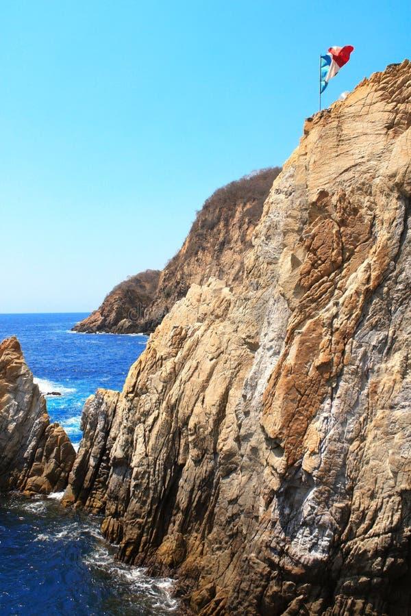 Beroemd het duiken klippenla Quebrada en Vreedzame Oceaan, Acapulco, Mex royalty-vrije stock foto's