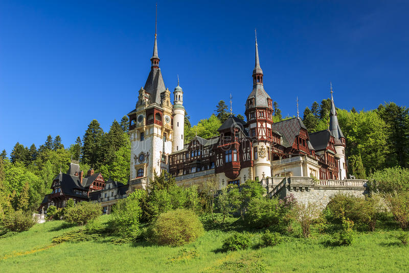Beroemd koninklijk Peles-kasteel, Sinaia, Roemenië royalty-vrije stock foto's