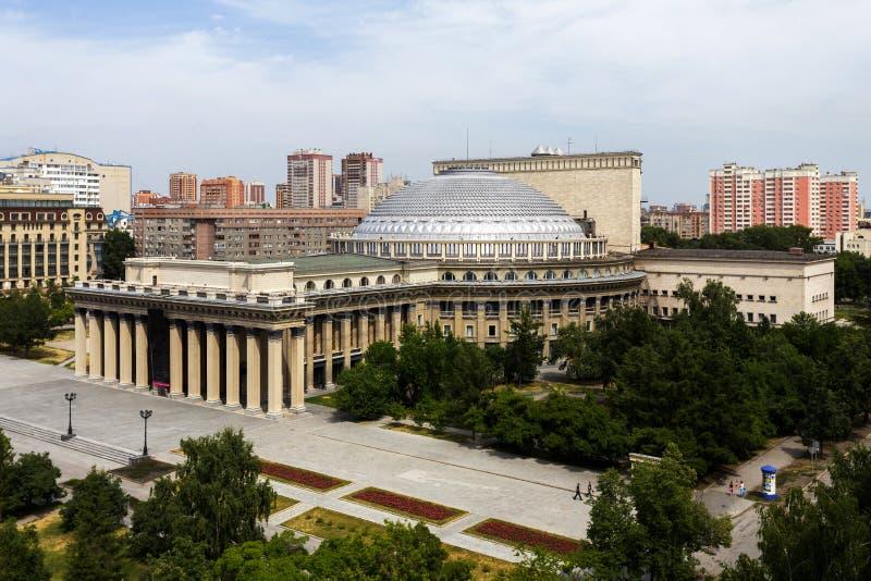 Beroemd opera en ballettheater in Novosibirsk royalty-vrije stock fotografie