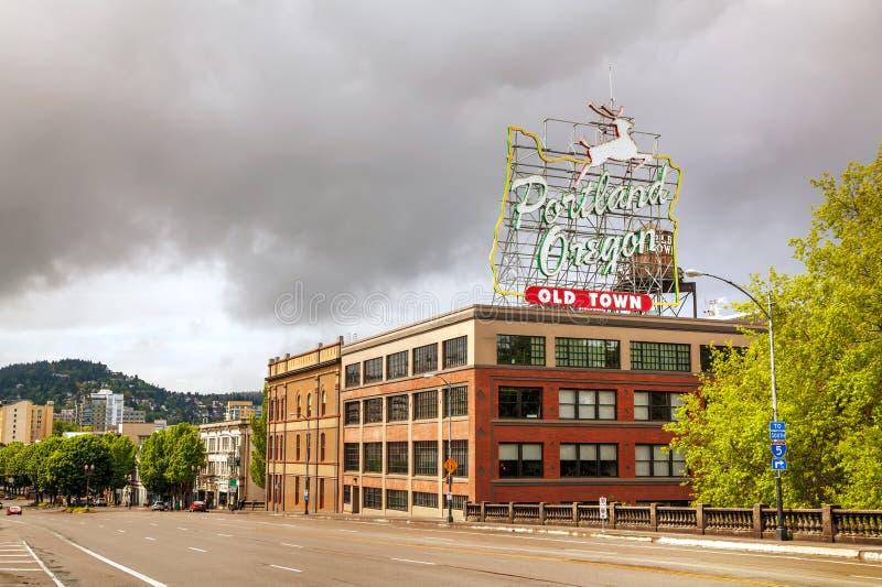 Beroemd Oud het neonteken van Stadsportland Oregon stock foto's