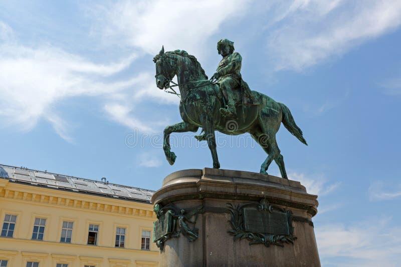 Beroemd Ruiterstandbeeld van Aartshertog Albrecht, Hertog van Teschen-het berijden paard buiten Albertina in Wenen, Oostenrijk stock afbeelding