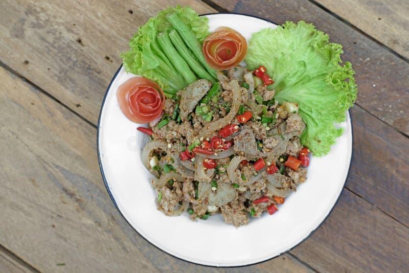 Beroemd Thais voedsel, gesneden geroosterde varkensvlees kruidige salade met kleverig r royalty-vrije stock fotografie