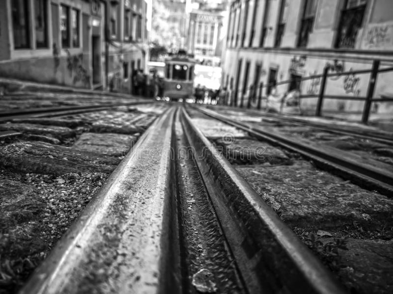 Beroemd tramspoor n°28 in Porto stock foto