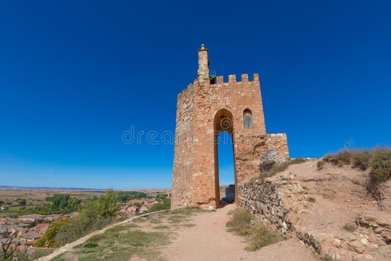 Beroemde Arabische toren in Ayllon stock foto's