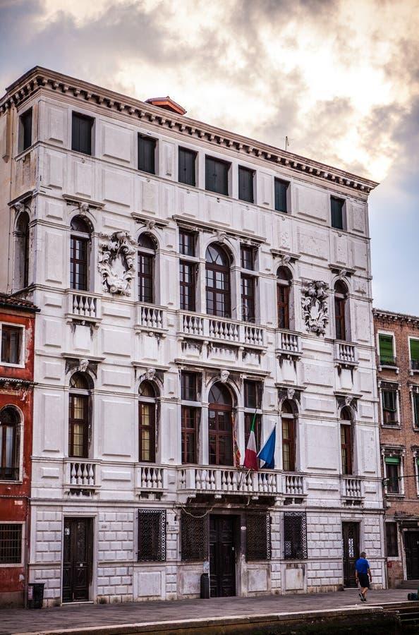Beroemde architecturale monumenten en kleurrijke voorgevels van oud middeleeuws gebouwenclose-up n Venetië, Italië royalty-vrije stock foto's