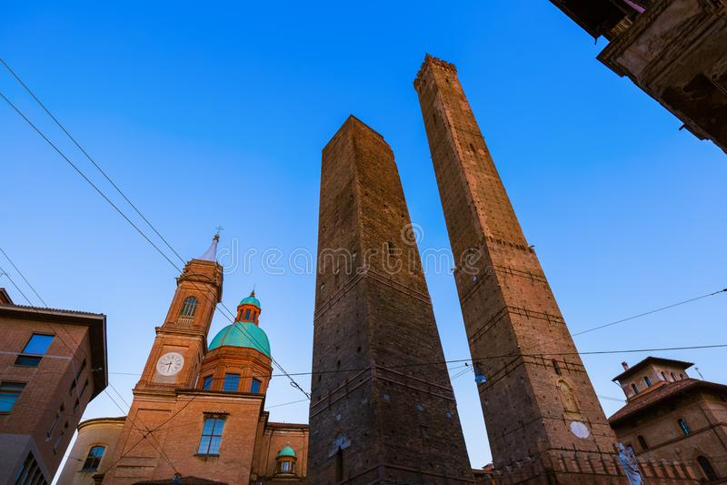 Beroemde Asinelli-toren in Bologna Italië stock afbeeldingen