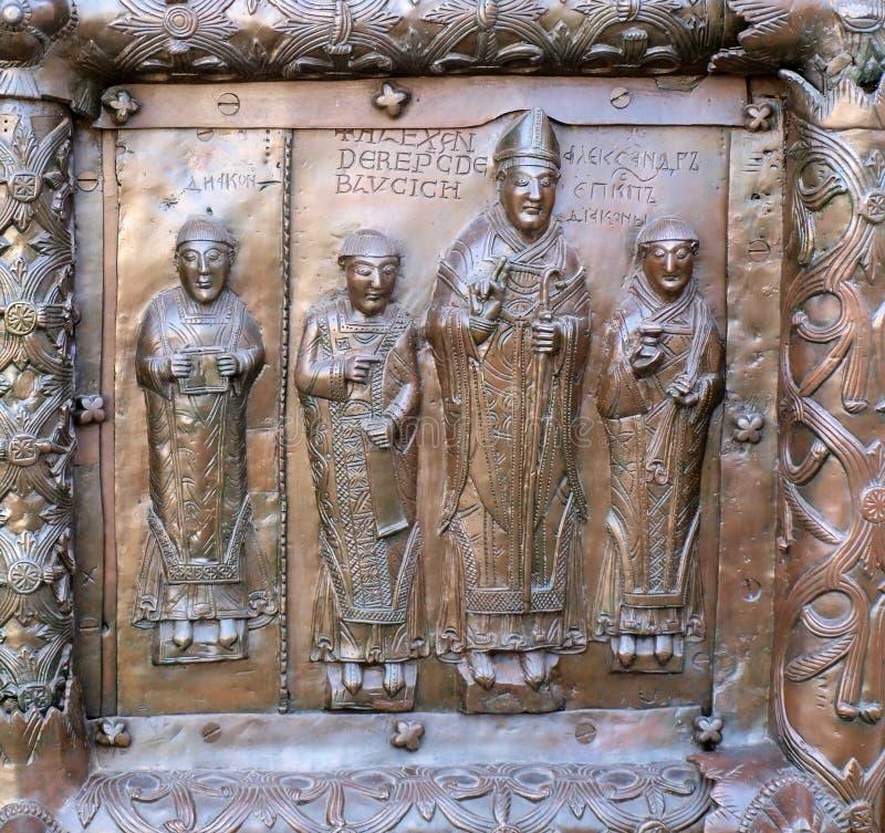 Beroemde de ingangspoorten van het bronswesten van St. Sophia Cathedral in Veliky Novgorod royalty-vrije stock afbeeldingen