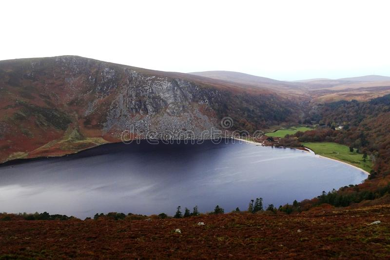 Beroemde Guiness-Meerlough Tay in de Bergen van Wicklow in Ierland royalty-vrije stock foto