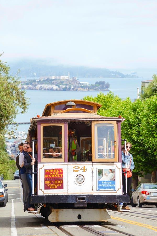Beroemde kabelwagen bij een steile straat royalty-vrije stock fotografie