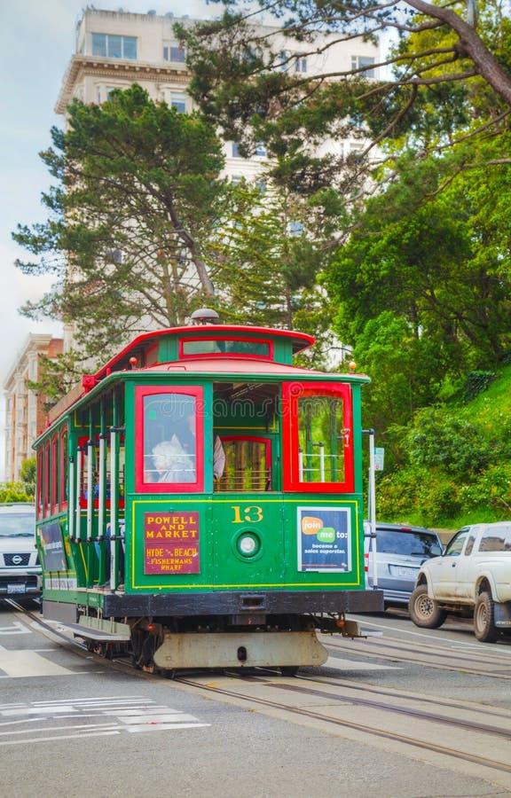 Beroemde kabelwagen bij een steile straat royalty-vrije stock foto's