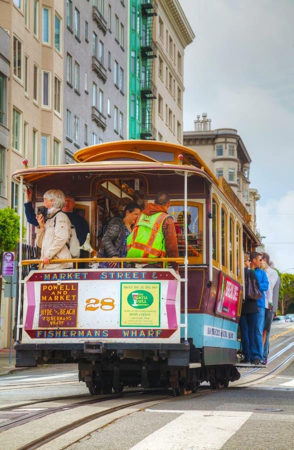 Beroemde kabelwagen bij een steile straat stock foto's