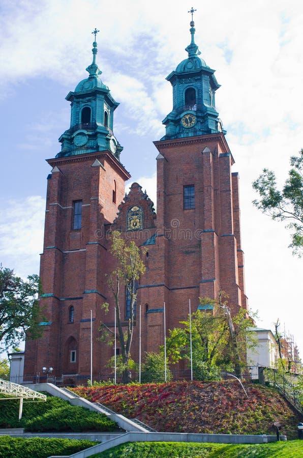 Beroemde kerk in Gniezno, Polen stock afbeelding