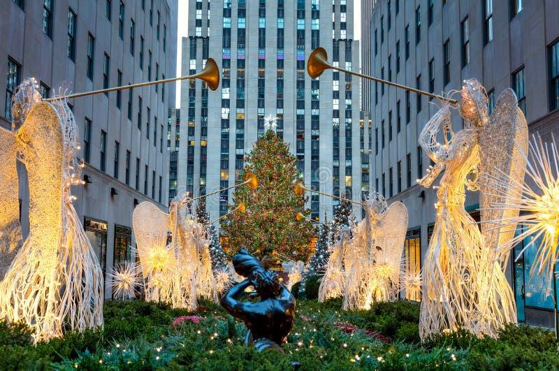 Beroemde Kerstmisdecoratie met Engelen en Kerstboom, NYC stock foto's