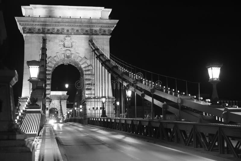 Beroemde Kettingsbrug in Boedapest bij nacht royalty-vrije stock foto