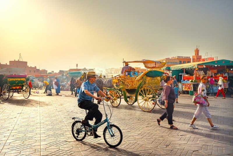 Beroemde markt vierkante Djemaa Gr Fna en hoofdsouk in medinakwart van Marrakech Marrakech, Marokko royalty-vrije stock foto's