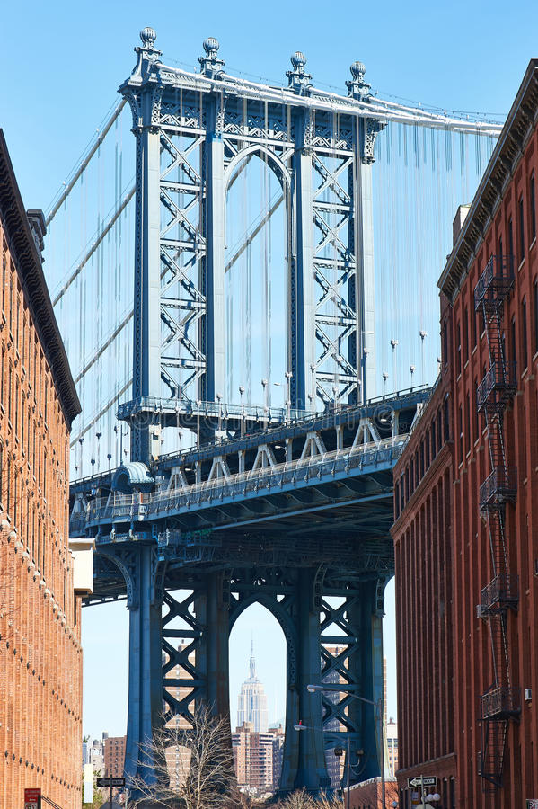 Beroemde mening bij de Brug en het Empire State Building van Manhattan van Brooklyn royalty-vrije stock afbeeldingen