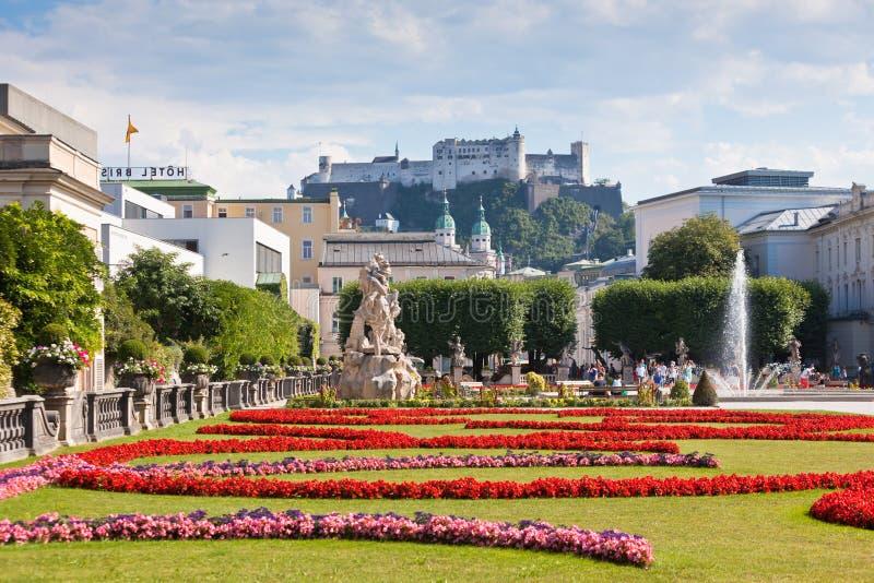 Beroemde Mirabell-Tuinmening in Salzburg, Oostenrijk royalty-vrije stock fotografie