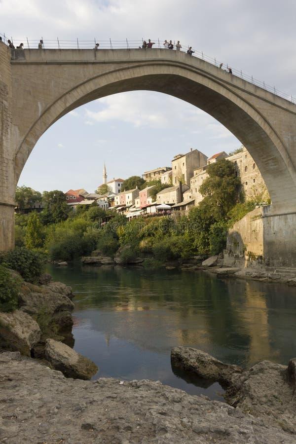 Beroemde mostar brug en Neretva-rivier stock afbeeldingen