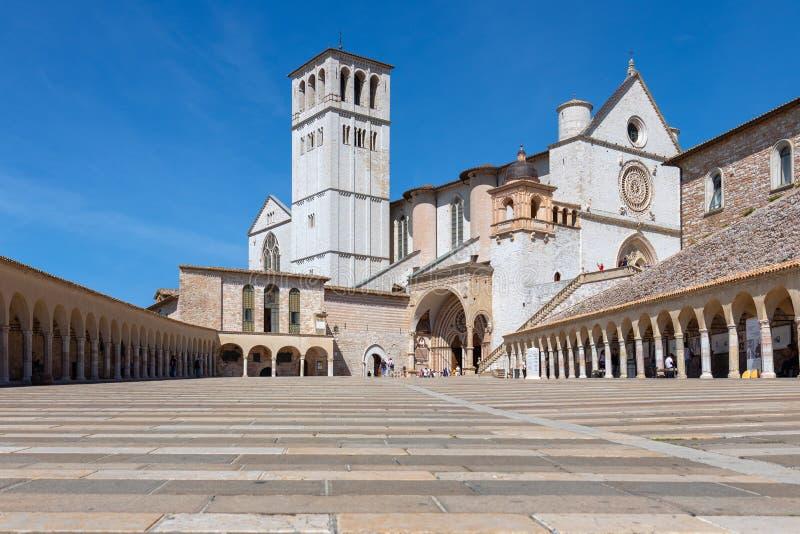 Beroemde Pauselijke Basiliek van St Francis van de Basiliek Papale van Assisi stock afbeeldingen