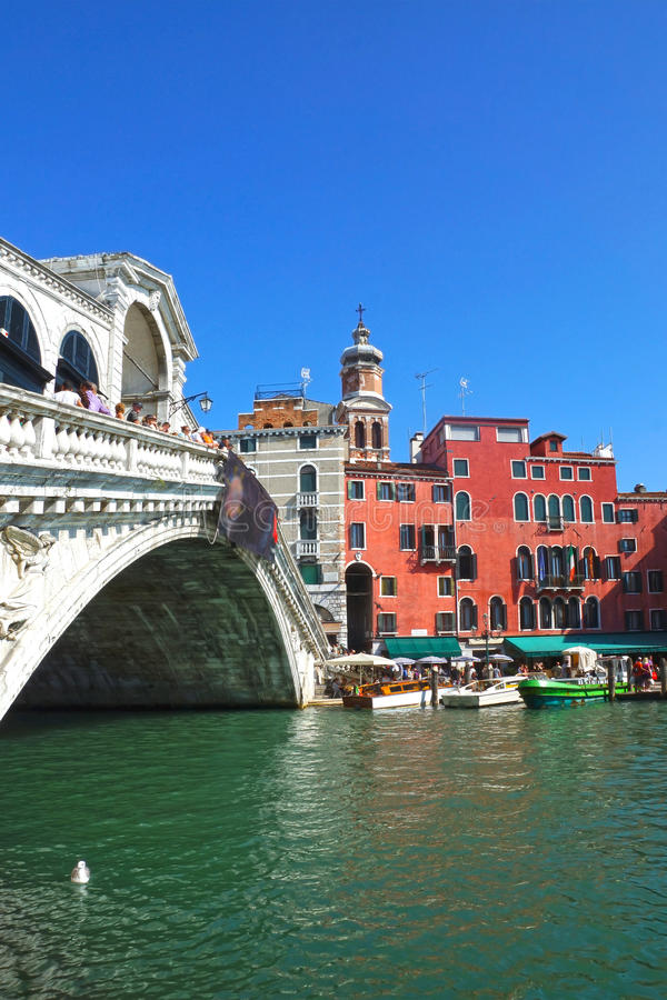 Beroemde Rialto-Brug in Venetië, Italië royalty-vrije stock foto's