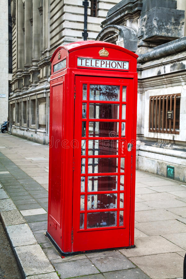 Beroemde rode telefooncel in Londen royalty-vrije stock afbeeldingen