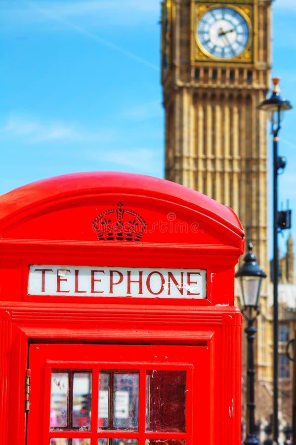 Beroemde rode telefooncel in Londen royalty-vrije stock afbeelding