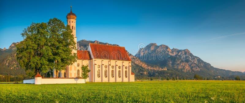 Beroemde St Coloman kerk dichtbij Fussen bij zonsondergang, Beieren, Duitsland stock foto
