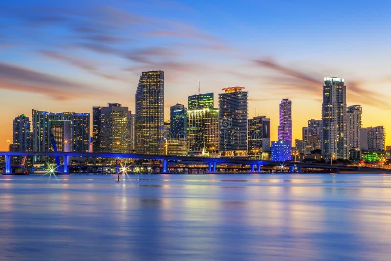 Download Beroemde stad van Miami stock foto. Afbeelding bestaande uit verlicht - 39102030